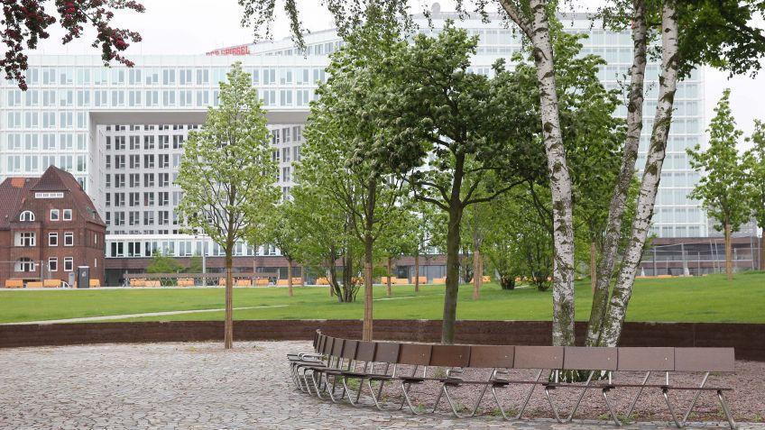 Kooperation  von  BURRI  public  elements  und  Vogt  Landschaftsarchitekten:  die  Lange  Bank.