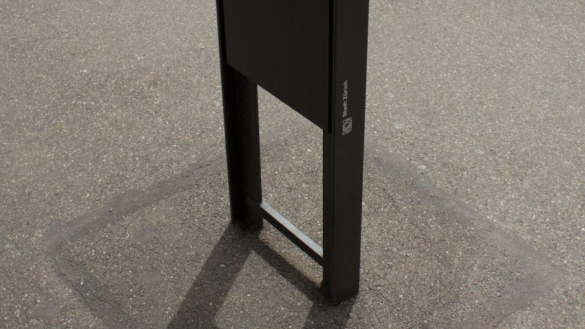 Eine  direkte  Verdübelung  im  Boden  sorgt  für  die  nötige  Stabilität  des  Wegleitsystems  in  Zürich  Oerlikon.