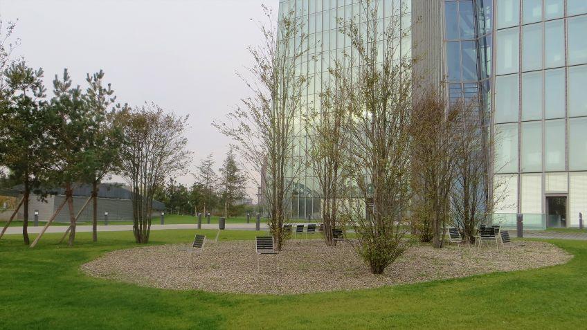 BURRI  02  Stühle  vor  der  Europäischen  Zentralbank  in  Frankfurt  am  Main.