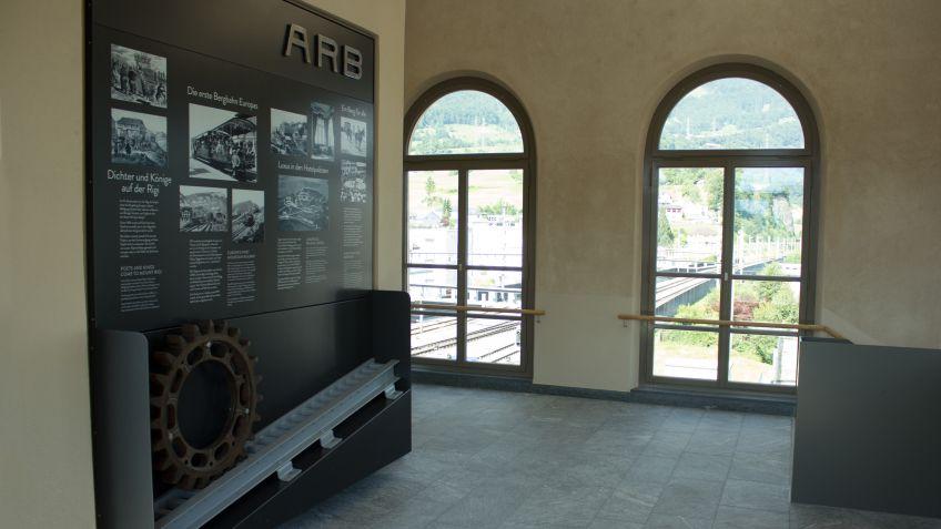 Die  Geschichte  der  Rigibahn  wird  den  Besuchern  auf  einer  einzigartigen  Informationstafel  aus  Metall  vermittelt.