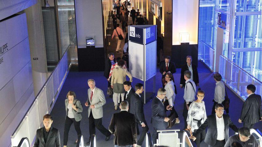 """Entstanden  ist  das  Wegleitsystem  in  Kooperation  mit  den  Frankfurter  Designern  """"unit  design"""""""