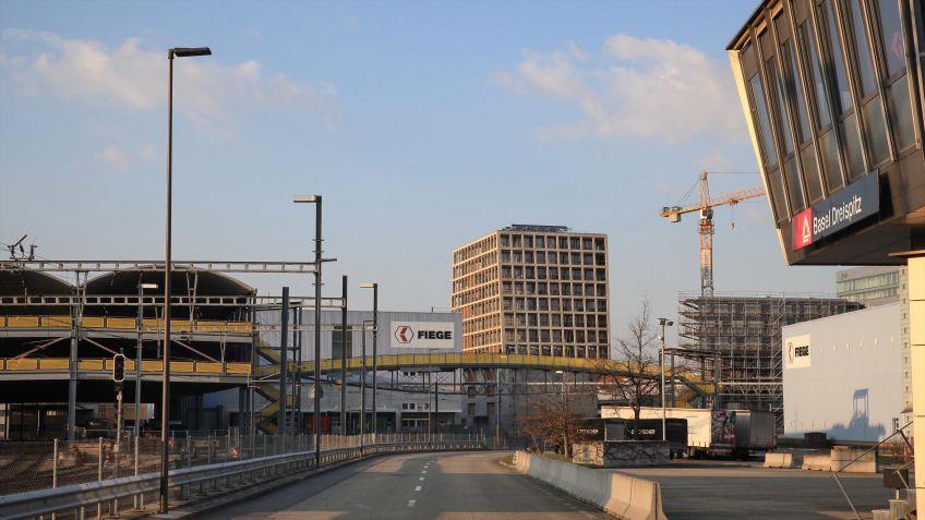 Das  Dreispitz  Areal  in  Basel  befindet  sich  neben  dem  St.  Jakob  und  hat  einen  eigenen