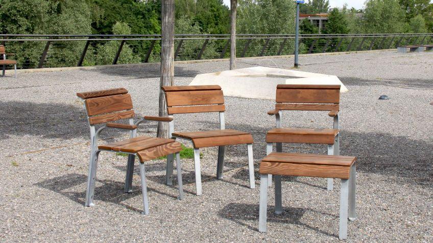 Der  Vivendi  Generationen  Hocker  mit  flacher  Sitzebene  ist  auch  als  Beistelltisch  nutzbar.