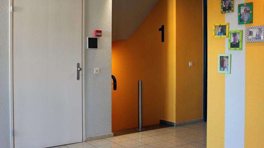 Der  Edelstahl  Poller  Indoor  als  Treppensicherung  in  einem  Pflegeheim.