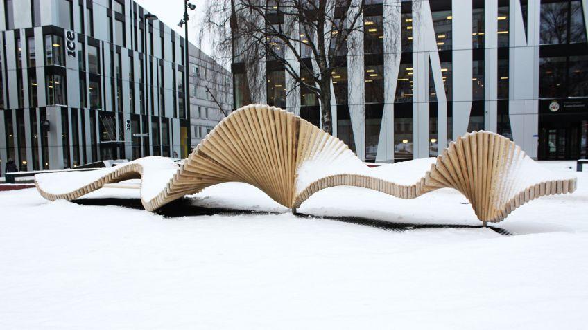 In  Oslo  hat  BURRI  public  elements  eine  climbSlide  9  Skulptur  der  moveART  Linie  realisiert.