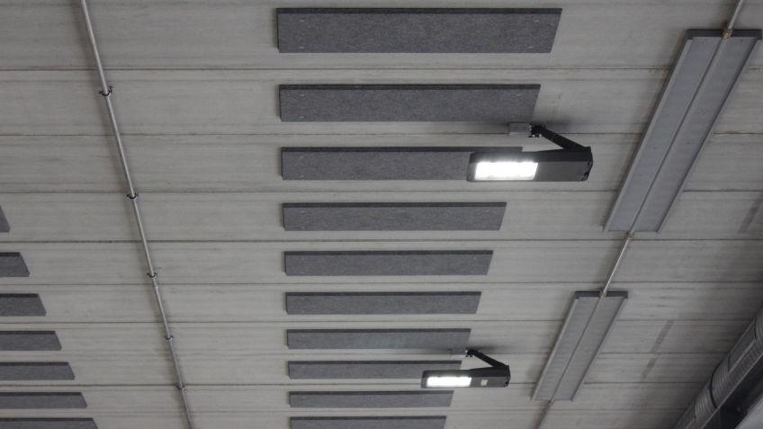 METRO  LED-Leuchte  flexibel  an  der  Wand  oder  Decke  montiert  für  passgenaue  Hallenbeleuchtung.