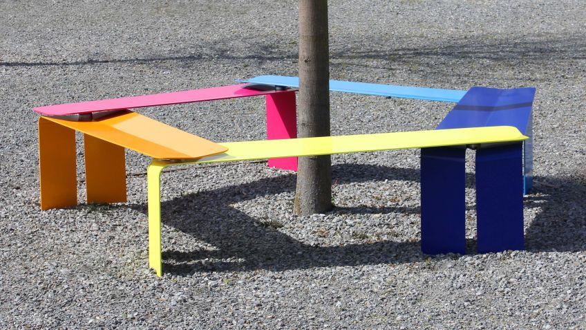Plico  Sitzelemente  zu  einer  Mehreck-Formation  gereiht.