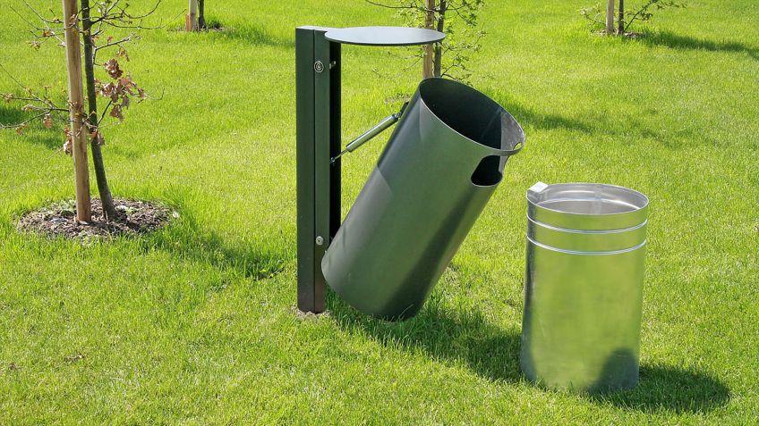 Einfache  Entleerung  des  Public  Bin  Abfallkübel  mit  50  Liter  Fassungsvermögen.