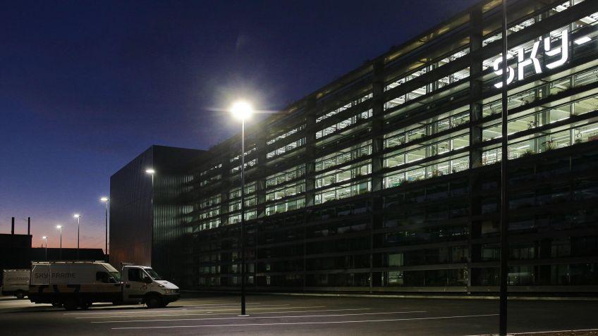 Energieeffizient  und  langlebig:  METRO  LED-Arealbeleuchtung  von  BURRI