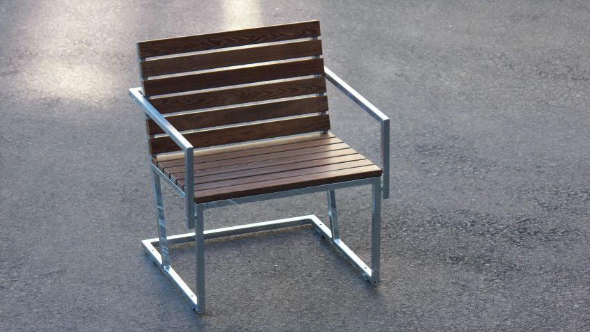 Der  Sessel  mit  Armlehnen  von  Frédéric  Dedelley  ergänzt  das  Landscape  Sitzprogramm.