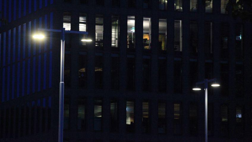Das  EWZ  ersetzt  mit  den  BURRI-Leuchten  die  älteren  Rund-Strahler  an  der  ganzen  Kreuzung
