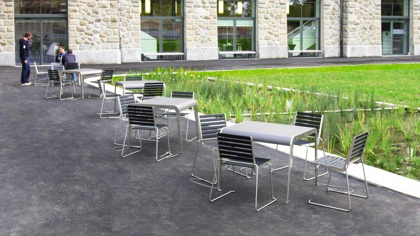Der  Zuger  Stadtgarten  wurde  mit  BURRI02  Stühlen  und  Impetus  Tischen  ausgestattet
