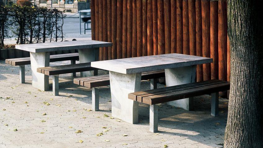 Park  Sitzbank  mit  robuster  Sitzfläche  ohne  Rückenlehne  in  Kombination  mit  dem  Park  Tisch.