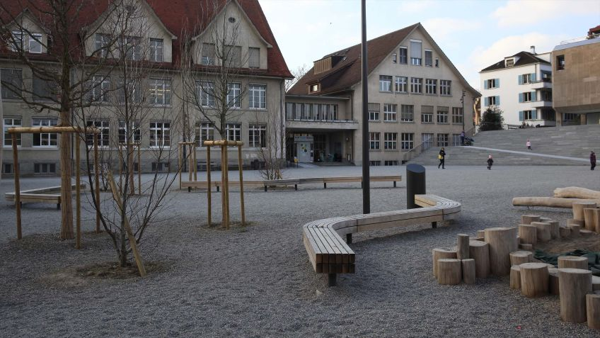 Funktional  und  in  ansprechendem  Design:  die  Schlangenbank  von  BURRI.