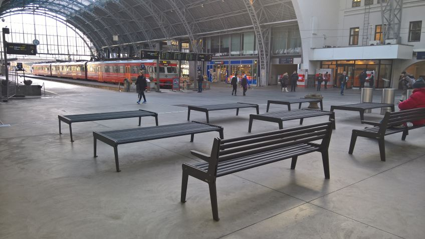 BURRI  hat  für  den  Bahnhof  Bergen  in  Norwegen  zahlreiche  Public  Elements®  produziert.