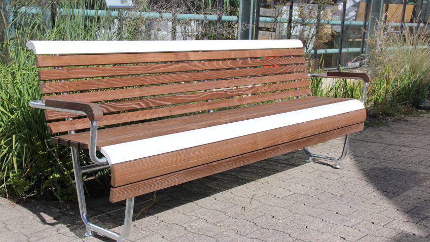 Landi Inklusion Sitzbank – weisse  Latten  für  bessere  Kontrastverhältnisse