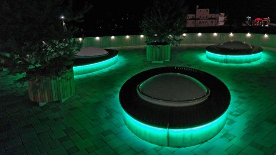 Sitzinsel mit RGB-Unterbeleuchtung