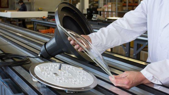 Produktion der ALLEY Leuchte bei BURRI in Glattbrugg