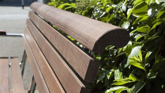 Landi  Seniorenbank  in  der  Ausführung  NATWOOD®  für  eine  besonders  glatte  Oberfläche