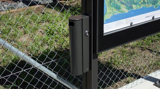 Der  City  Light  AK3000  beherbergt  auf  Kundenwunsch  einen  integrierten  Public  Aschenbecher.