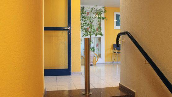 Der  flexible  BURRI  Public  Poller  ist  die  flexible  Absperrung  für  öffentliche  Innenräume