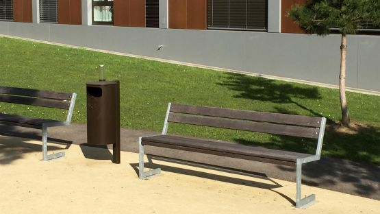 Parkbank  Linea  und  Public  Bin  Abfalleimer