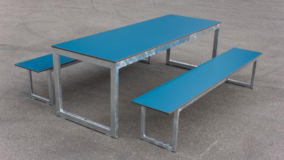 Die HPL Platten der Landino Bank-Tisch-Bank-Kombination lassen sich leicht reinigen
