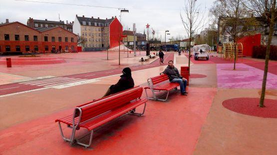 Spezialangefertigte  Landi  mit  schwenkbarer  Rückenlehne,  Superkilen  Dänemark