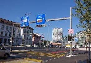 Signalbrücke einseitig Erhöht für zusätzliche Abspannung