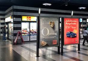 Freistehende  Rollingstar  im  Shopville  des  Hauptbahnhofs  Zürich.