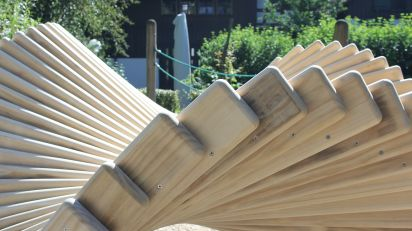 Detailansicht  der  Accoya-Holz  Latten