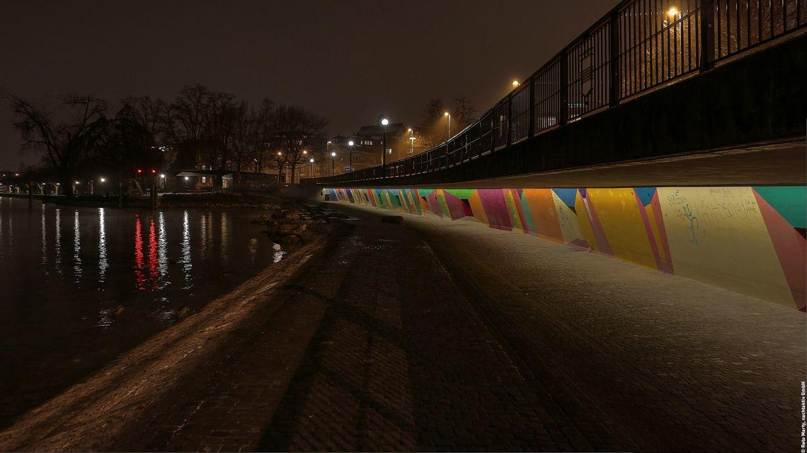 <p>Am  Zuger  Seeufer  beleuchtet  fortan  das  SHINE  LED  Lichtsystem  die  bunt  gestaltete  Promenade.<br>  </p>