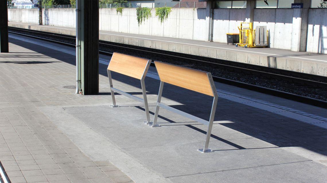 Sloper bench made of Swiss oak