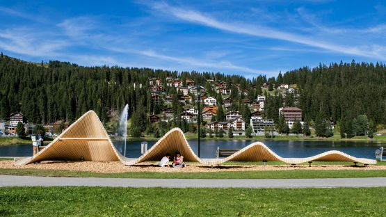 This moveART sculpture is symbolic of Arosa itself, and is also reminiscent of the letters that make up the name.