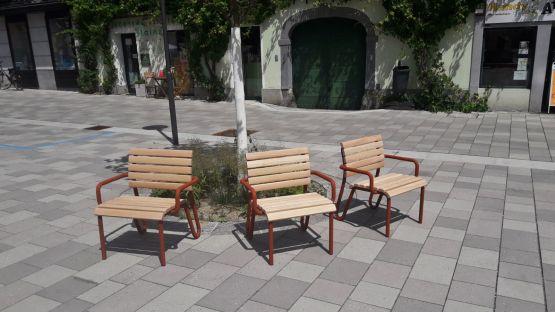 Vivax-Sessel aus Lärchenholz und Corten-Stahl-Optik